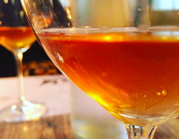 Narancs bor pohárban