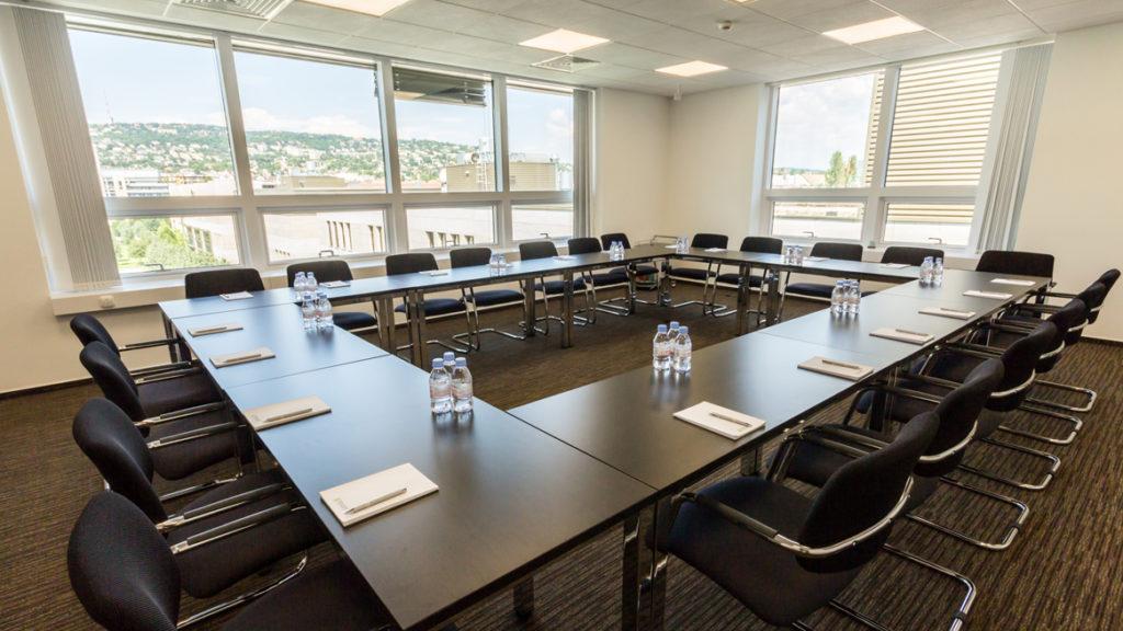 Ha nincs konferencia terem egy irodában, kiváló lehetősét jelent a konferenciaterem bérlés.