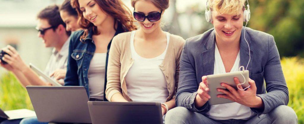A közösségi oldalak veszélyesek lehetnek a fiatalokra nézve.