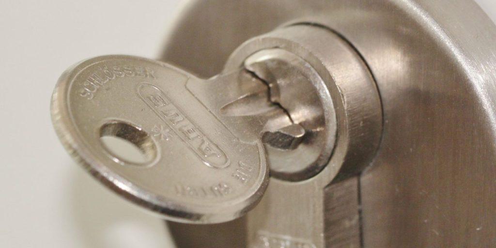Ha beletört a kulcs a zárba, kérjük szakértő segítségét!