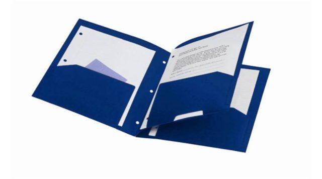 A papíralapú dokumentumokat védeni kell a gyűrődésektől is.