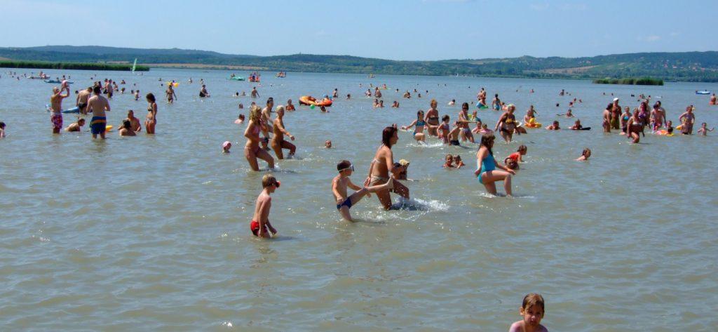 A szabad strandokon könnyebb átvészelni a hőséget.