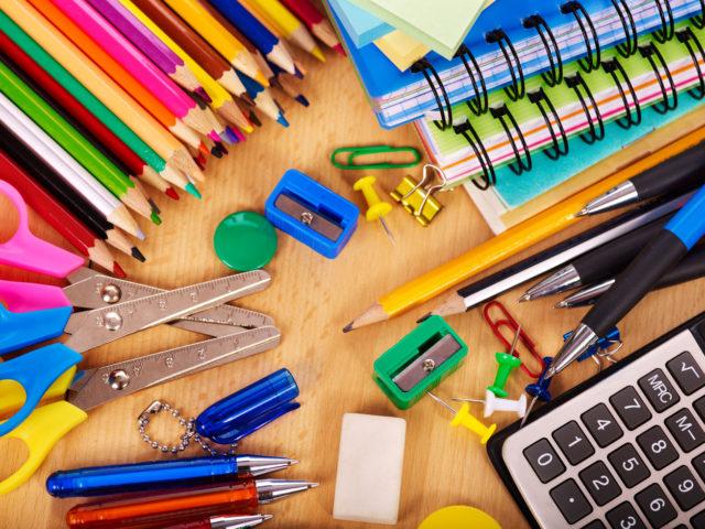 Az iskolaszerek egy jó minőségű, kényelmes iskolatáskában kiválóan elférnek.